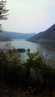 錦秋湖の静と動