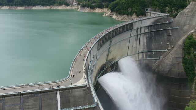 黒部ダムの迫力