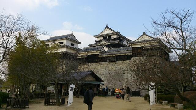 威容を誇る松山城